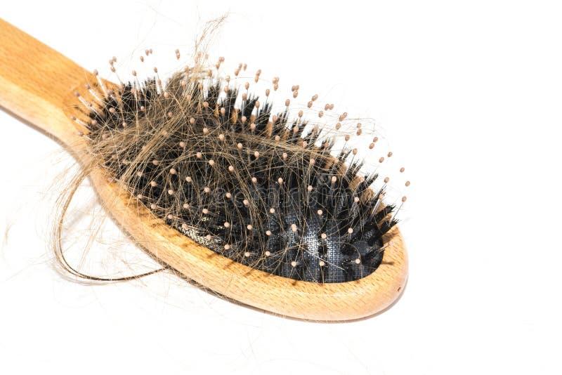 Włosiana strata na washbasin Tęsk brown włosy z drewna muśnięciem na białym basenie w łazience obraz stock