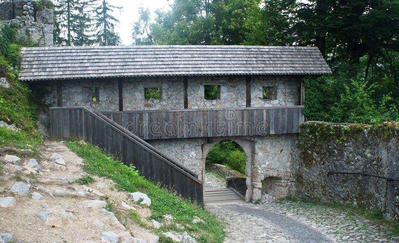 Wśrodku Krwawiącego kasztelu, Juliańskie Alps góry, słoneczny dzień, Krwawili, Slovenia obraz royalty free