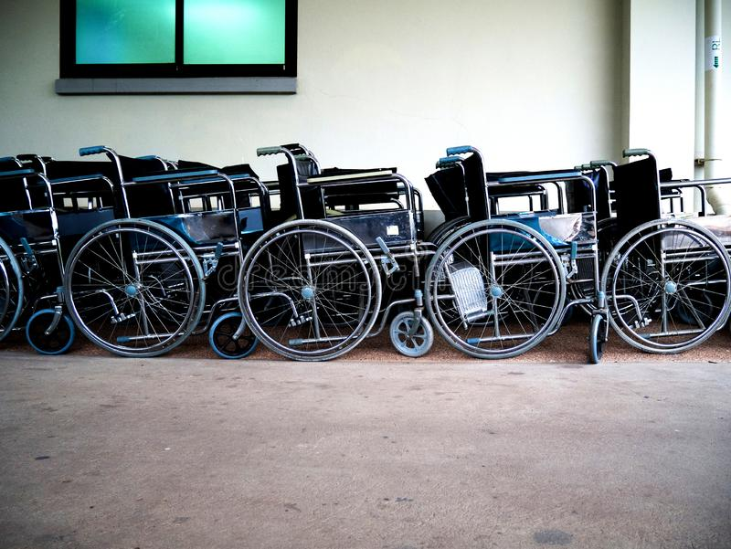 Wózek inwalidzki przerwa za przy cierpliwym działem zdjęcie stock