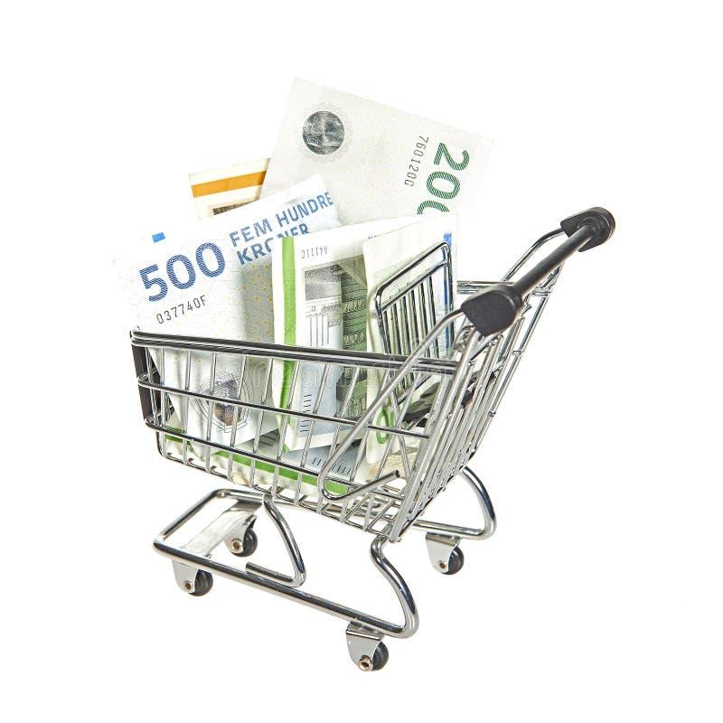 Wózek na zakupy wypełniający z duńskimi rachunkami obraz stock