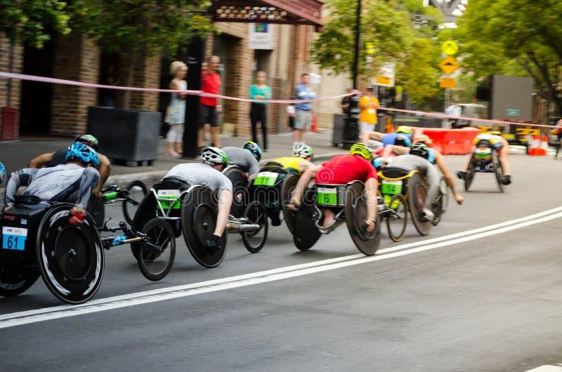 Wózka inwalidzkiego drogowy ścigać się gemowa rywalizacja przy skałami na Australia dniu zdjęcie stock