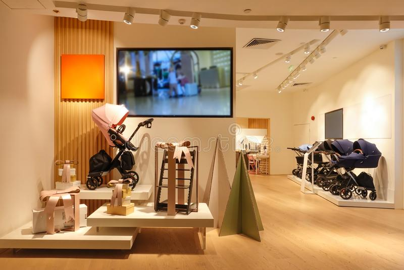 Wózka spacerowego sklepu przodu pushchair sklep detaliczny w centrum handlowym fotografia royalty free