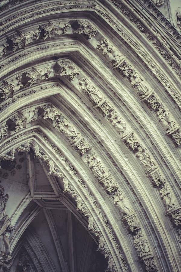Wölben Sie sich mit Zahlen der gotischen Artkathedrale in Toledo Spain stockfotografie