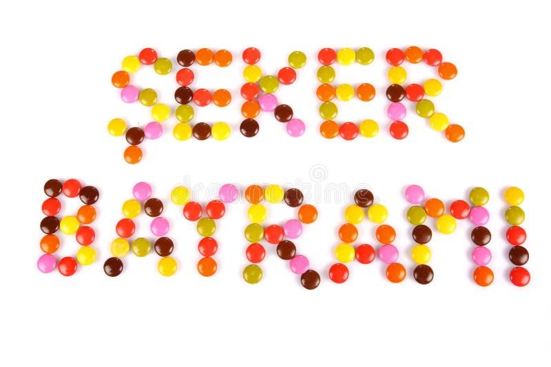Wörter Seker Bayrami geschrieben durch bunte Süßigkeitsbohnen lizenzfreie stockfotos