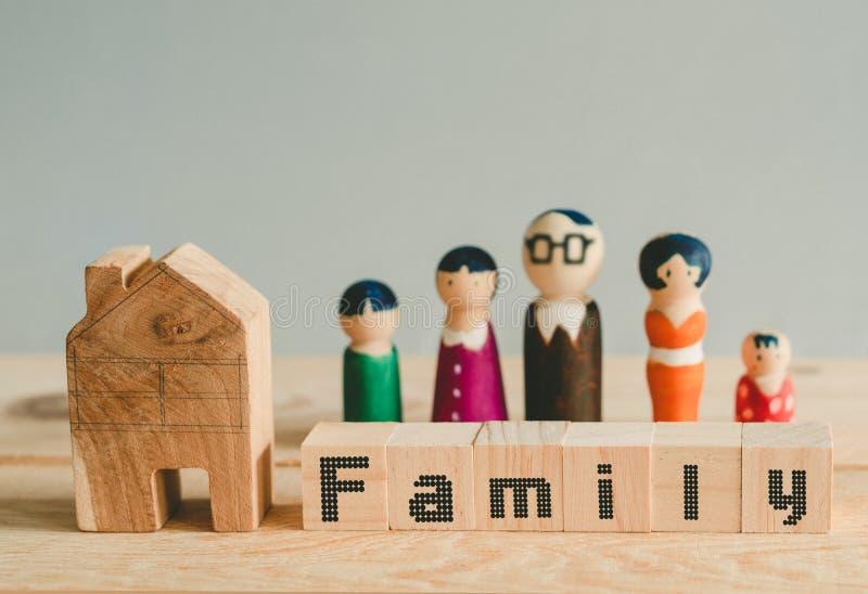 Würfel mit Wort 'Familie 'auf Würfeln, Familienkonzept lizenzfreie stockfotos