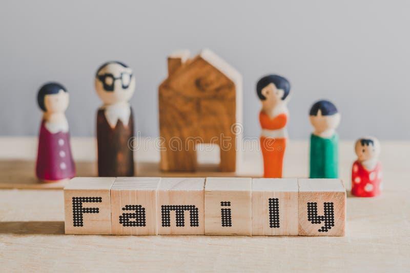Würfel mit Wort 'Familie 'auf Würfeln, Familienkonzept stockbild