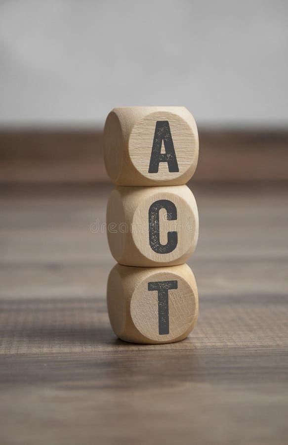 Würfel und Würfel mit Akronym TAT lizenzfreies stockbild