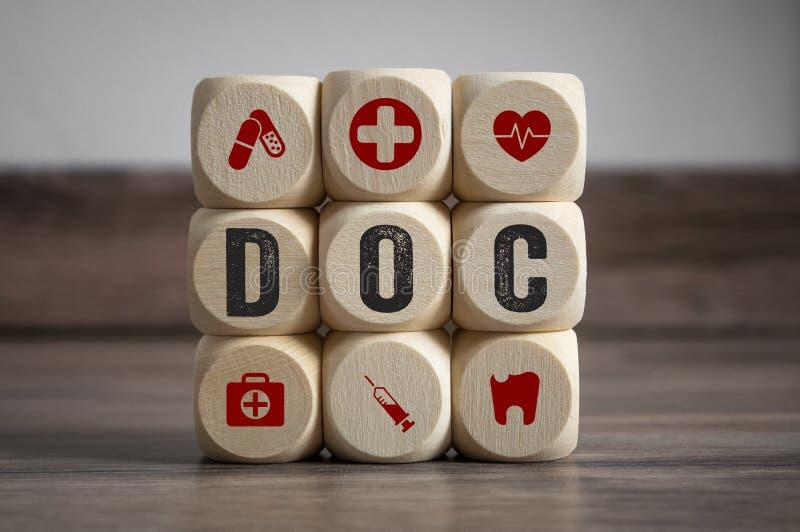 Würfel würfelt mit medizinischen Symbolen stockbilder