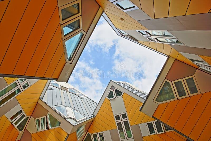 Würfelhäuser Kijk Kubus, architektonischer ungewöhnlicher eckiger Würfelformwohnblock, gelegen nahe Oudehaven-Hafen lizenzfreies stockfoto