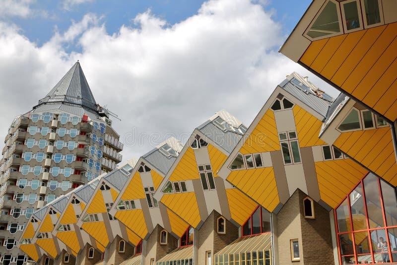 Würfelhäuser Kijk Kubus, architektonischer ungewöhnlicher eckiger Würfelformwohnblock, gelegen nahe Oudehaven-Hafen lizenzfreies stockbild