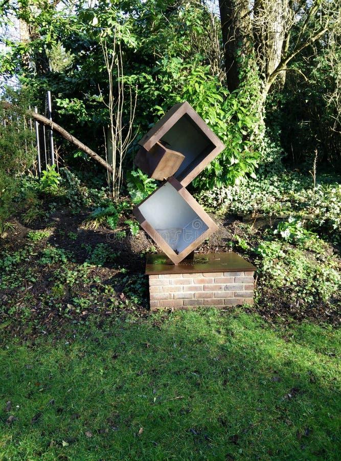 Würfelskulptur stockbilder