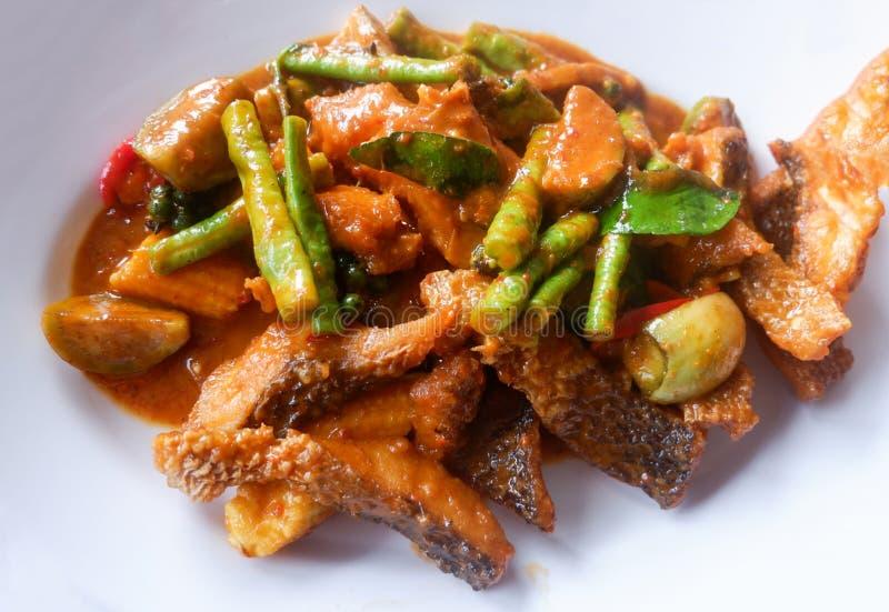 Würzige Curryfische gebraten lizenzfreie stockbilder