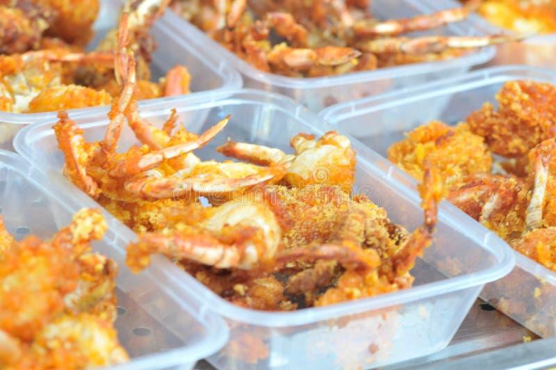 Würzige gebratene Krabben eingewickelt im Weizenmehl stockfotografie