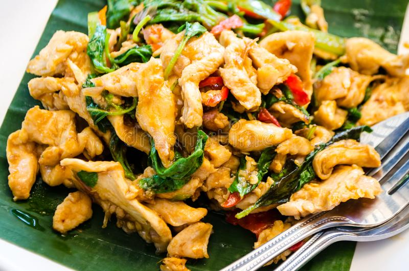 Würzige gebratenes Hühnerleiste mit Curry und Paprika, asiatische Küche stockbild