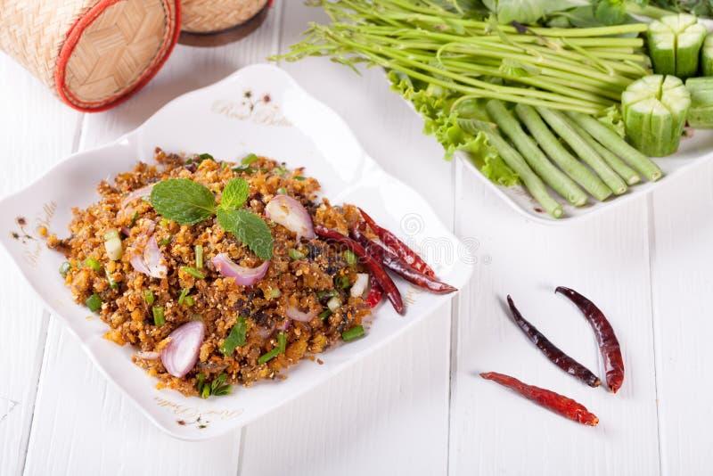 Würziger gehackter gegrillter Welssalat, thailändisches Lebensmittel stockbilder