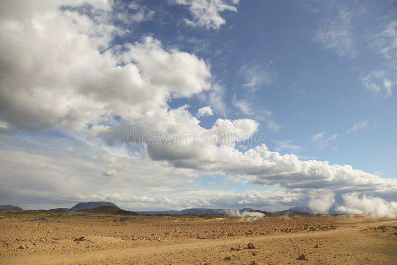 Wüste am geothermischen Bereich Hverir, Island Horizontaler Schuß lizenzfreie stockfotos