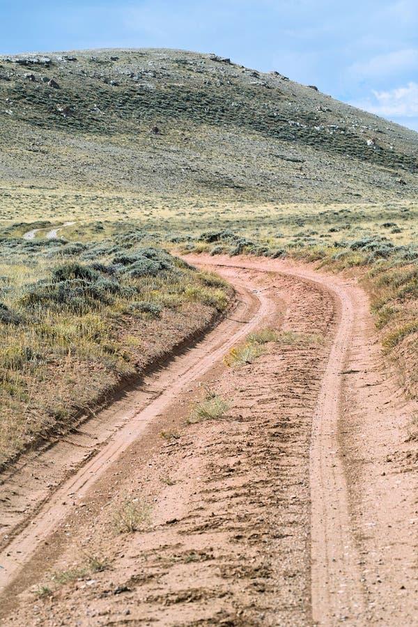 Wüsten-Schotterweg lizenzfreies stockbild