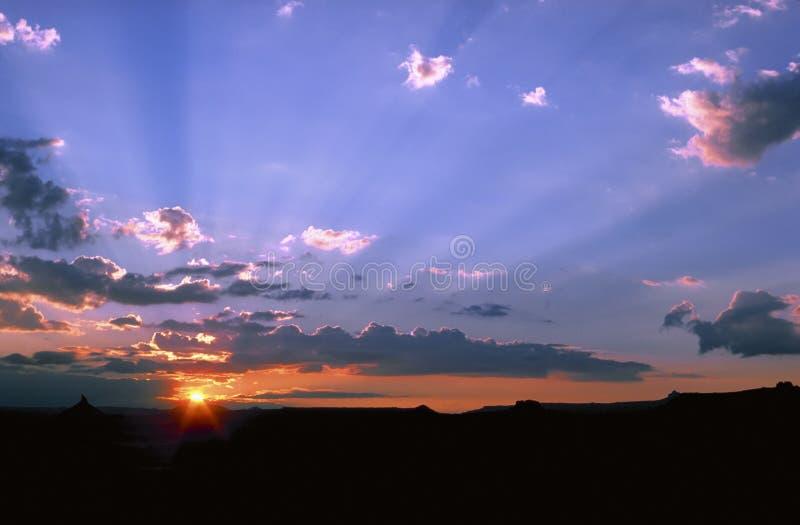 Download Wüsten-Sonnenuntergang stockbild. Bild von skyline, sonne - 41781