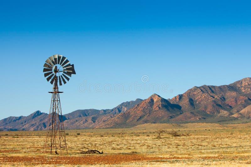 Wüsten-Windmühle stockbild