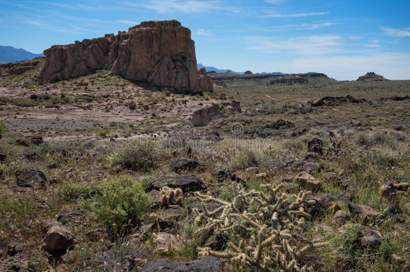 Wüstenmonolith an Cerbat-Vorbergen, Arizona stockbilder