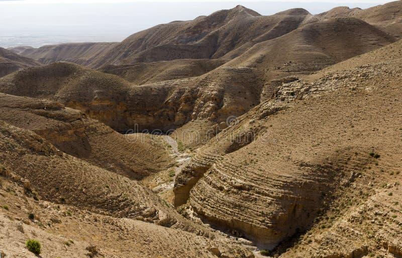 Wüstenschlucht von Wadi Kelt lizenzfreies stockbild