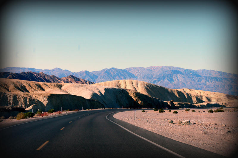 Wüstenstraßen stockbilder