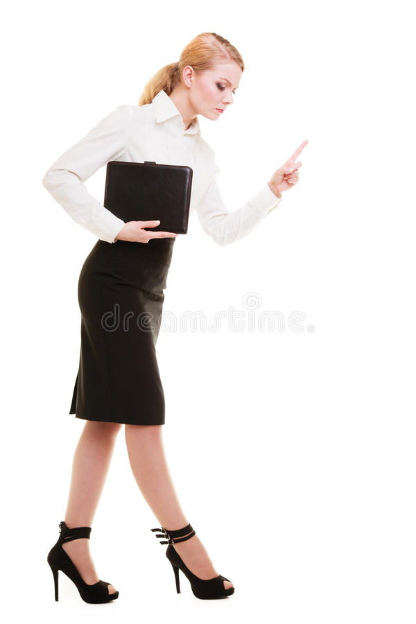 Wütender Geschäftsfraulehrer in voller Länge, der den Finger lokalisiert rüttelt stockfotos