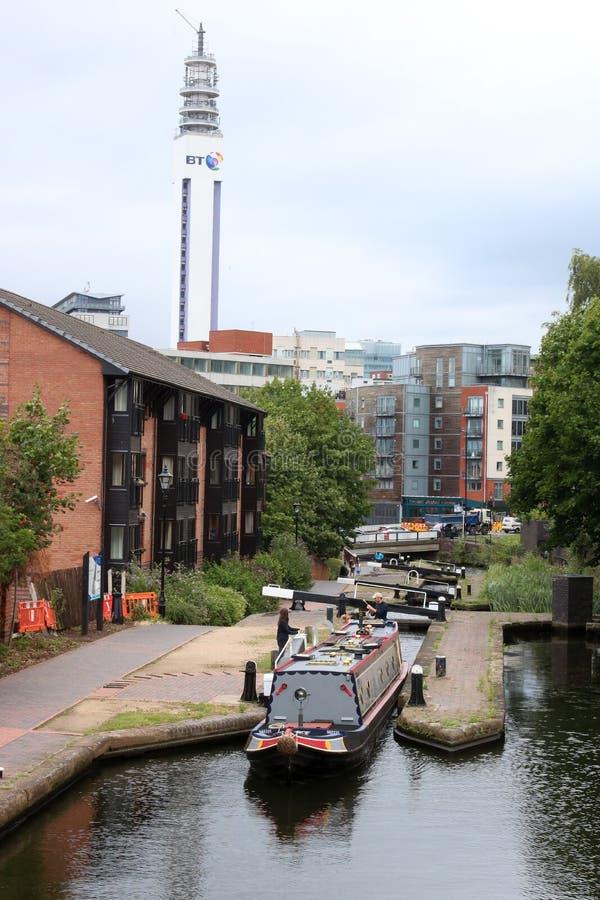 Wąska łódź opuszcza kędziorek, Birmingham centrum miasta zdjęcie royalty free