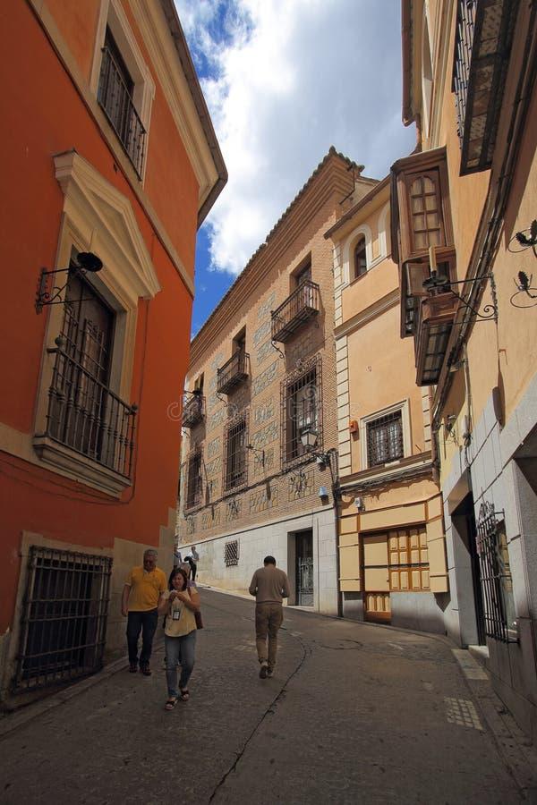 Wąska średniowieczna ulica Toledo, Hiszpania obrazy royalty free
