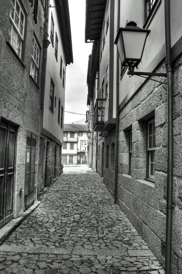 wąska Guimaraes ulica Portugal zdjęcie stock