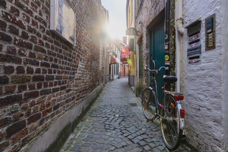 Wąska ulica w Brugge zdjęcia royalty free