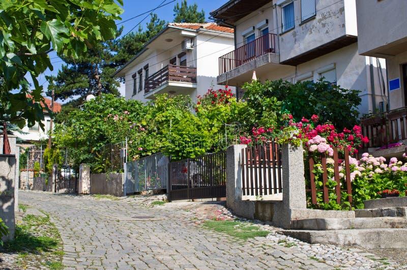 Wąska ulica w Ohrid miasteczku, Macedonia obraz royalty free