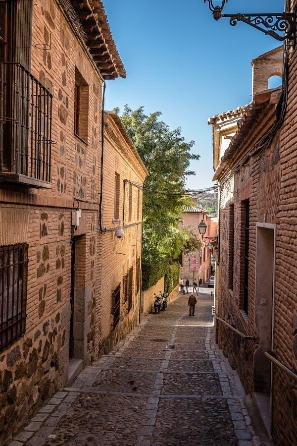 Wąska ulica w starej żydowskiej ćwiartce Toledo fotografia stock
