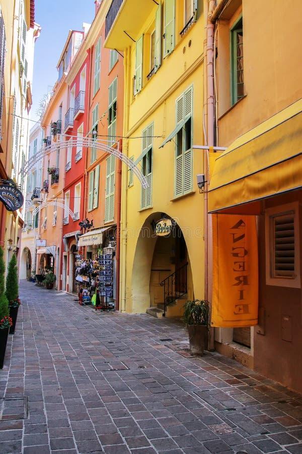 Wąska ulica z domami w monaco, Monaco obraz stock