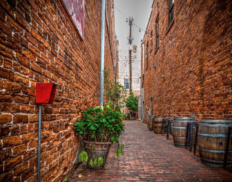 Wąski backstreet w starym grodzkim forcie Myers fotografia stock