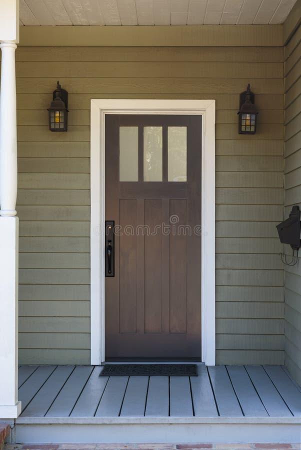 Wąski dzwi wejściowy w domu zdjęcia royalty free