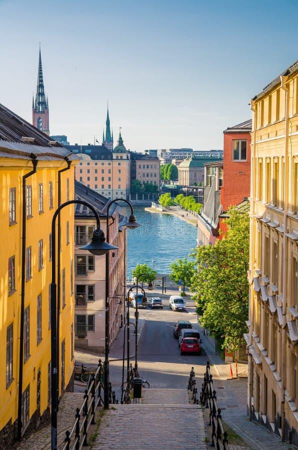 Wąski uliczny schody puszek Jeziorny Malaren, Sztokholm, Szwecja obrazy stock
