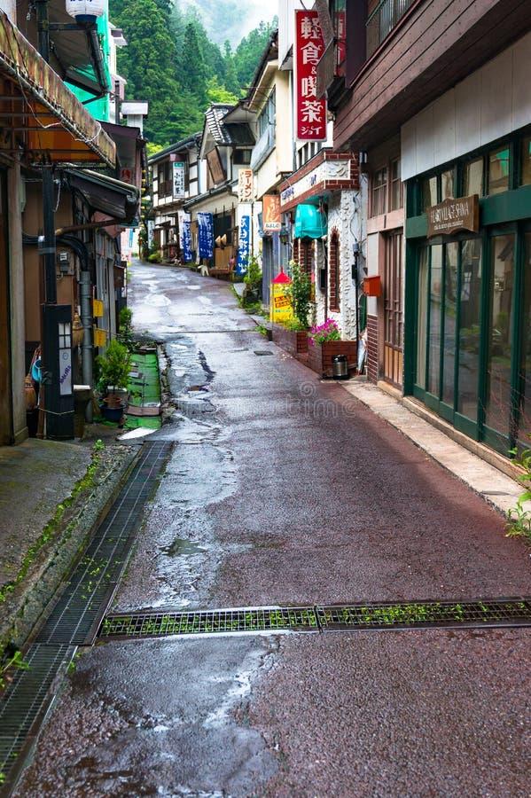 Wąskie ulicy Shima halny miasteczko na dżdżystej pogodzie zdjęcie royalty free