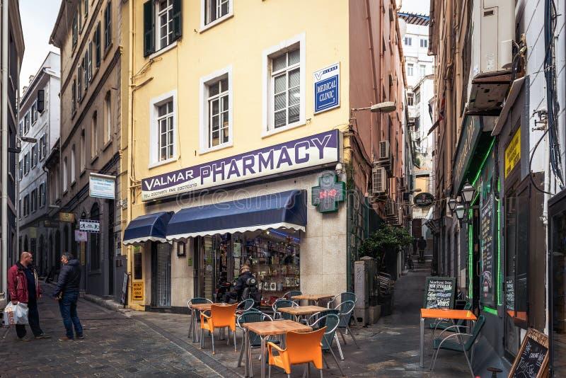 Wąskie ulicy z tradycyjną architekturą w centrum miasta Gibraltar zdjęcie stock