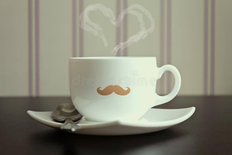 Wąsy filiżanka z kontrparą w kierowym kształcie zdjęcia stock