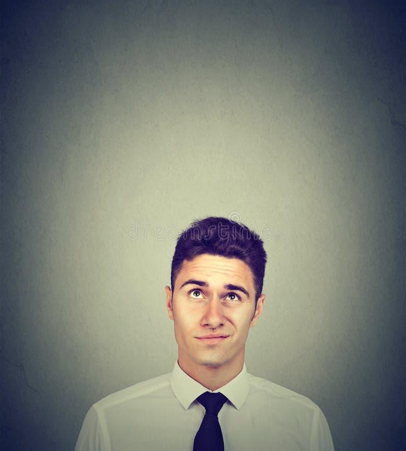 Wątpliwy przystojny młody biznesmen myśleć przyglądający up zdjęcia royalty free