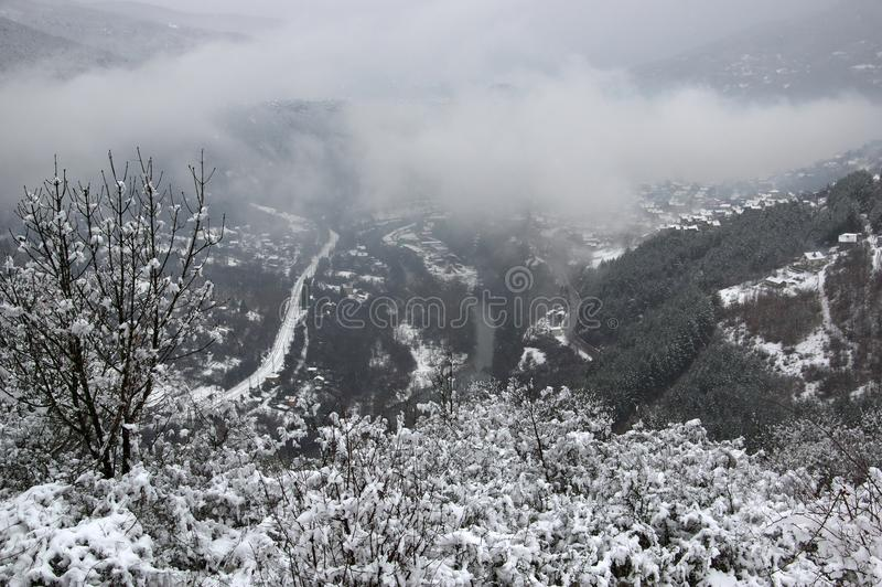 Wąwóz Iskar rzeka blisko Svoge, Bułgaria - zima obrazek obraz stock