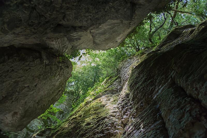 Wąwóz w skałach od dna obrazy royalty free