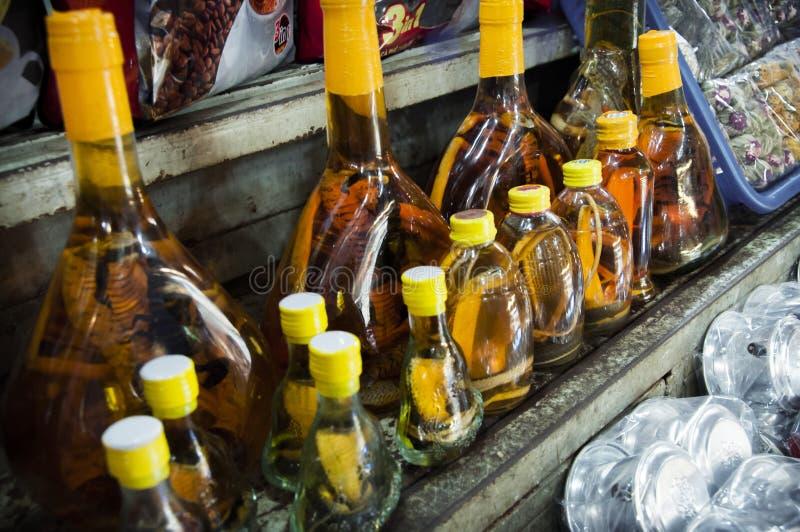Węża whisky Dla sprzedaży przy BẠ¿ n Thành rynkiem w Chi Mihn mieście Ho obrazy stock