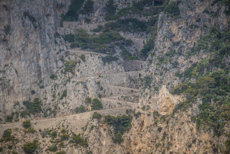 Wężowata ścieżka Przez Krupp w Capri, Włochy obraz stock