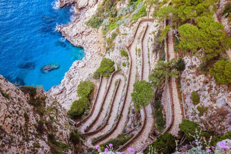 Wężowata ścieżka Przez Krupp w Capri, Włochy obrazy stock