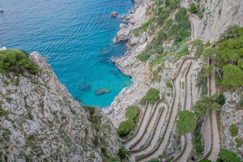 Wężowata ścieżka Przez Krupp w Capri, Włochy zdjęcia stock