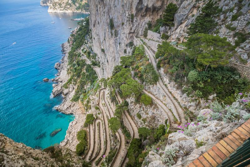 Wężowata ścieżka Przez Krupp w Capri, Włochy zdjęcie stock