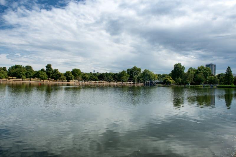 Wężowaty jezioro przy Hyde parkiem w Londyn zdjęcia royalty free