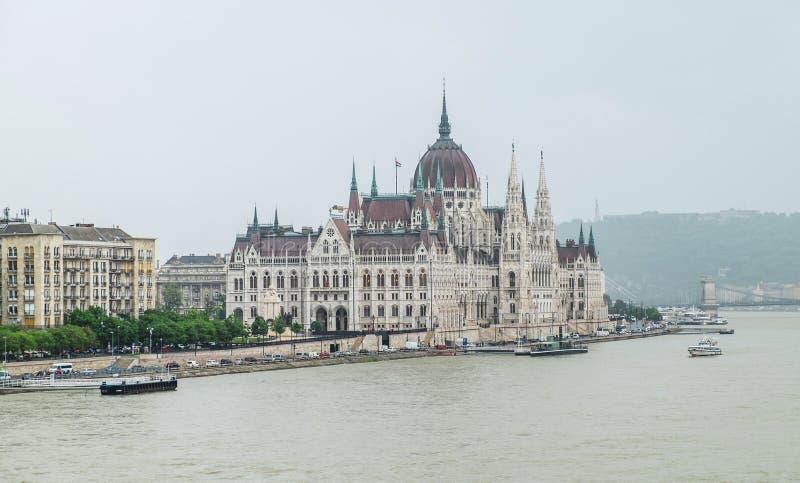 Węgierski parlament, widok od Margaret mostu, Budapest obraz royalty free
